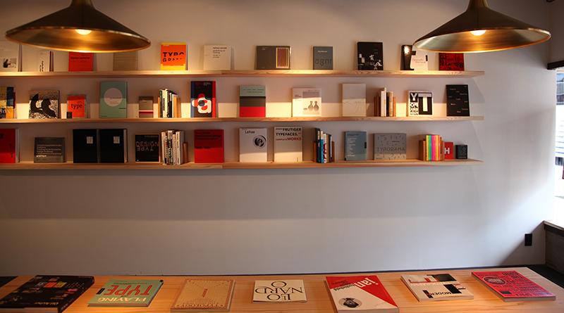 デザイナーによる選書というのも他の古書店にはない魅力だ