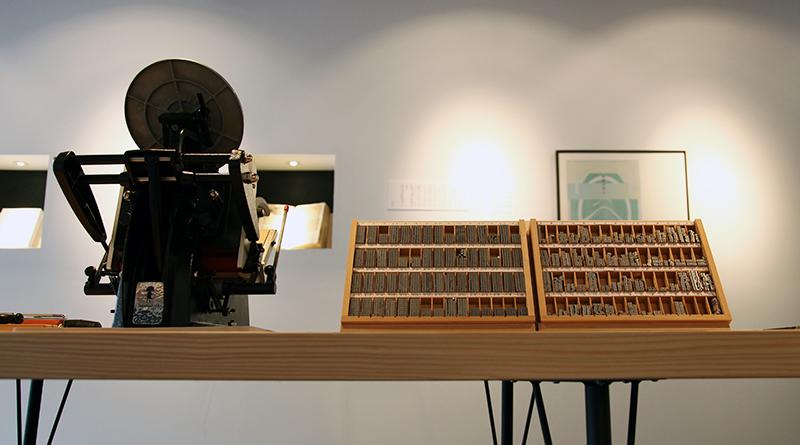 開店に合わせて購入した活版印刷機。ワークショップでの活用や、オリジナルのブックカバーやしおりなども作れるようなしかけを考えている