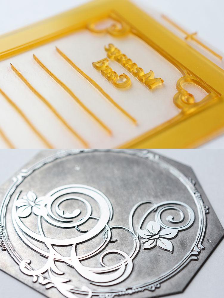 印刷版は、ソフトな材質の樹脂板(上図)と、金属製の亜鉛版(下図)の2種類があり、希望の材質をオーダーできる。